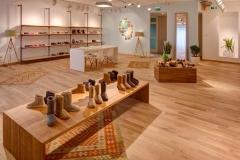 arredamento-per-negozio-di-scarpe-e-pelletteria